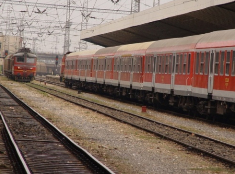 BULGARIA RESTRUCTURES STATE RAILWAY CO INTO HOLDING