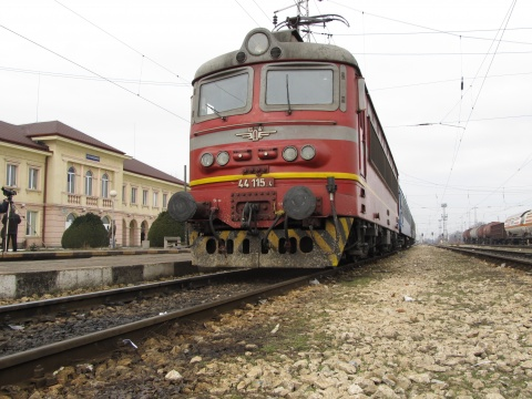 BULGARIAN STATE RAILWAYS' LOSS DECLINES IN 2011 Q1
