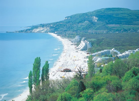 BULGARIA EXPECTS 10% MORE TOURISTS IN SUMMER SEASON