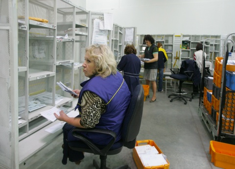 BULGARIAN SYNDICATES OUTRAGED BY GOVT PLANS TO PRIVATIZE POSTS