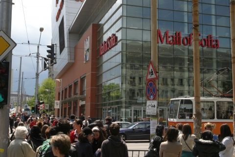 WATCHDOG OKS BULGARIAN MALL SALE TO ROCKEFELLER'S EUROPA CAPITAL