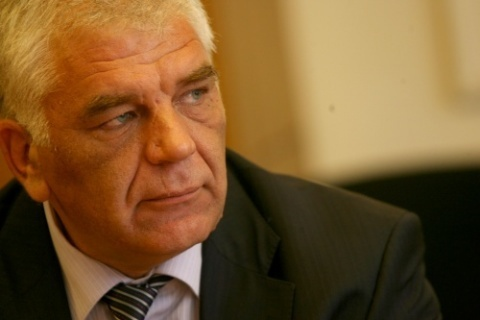 BULGARIAN CUSTOMS HEAD: LUKOIL HAS TAX PROBLEMS, GETS BETTER