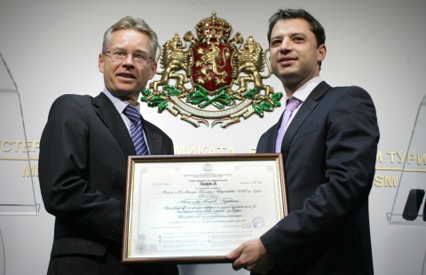 BULGARIA CERTIFIES 5 FIRST-CLASS INVESTOR IN 5 MONTHS