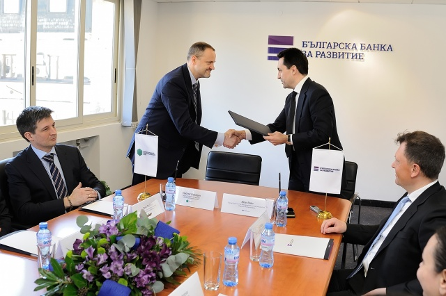 TWO BANKS TO COOPERATE IN FUNDING BULGARIAN BUSINESS PROJECTS