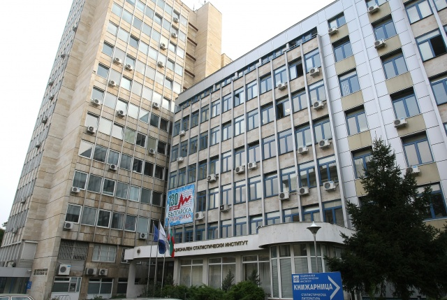 INDUSTRIAL ESTABLISHMENTS IN BULGARIA TO CUT INVESTMENTS BY 30.4% IN 2015